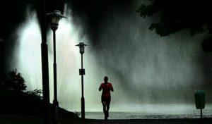 běhání v bouřce